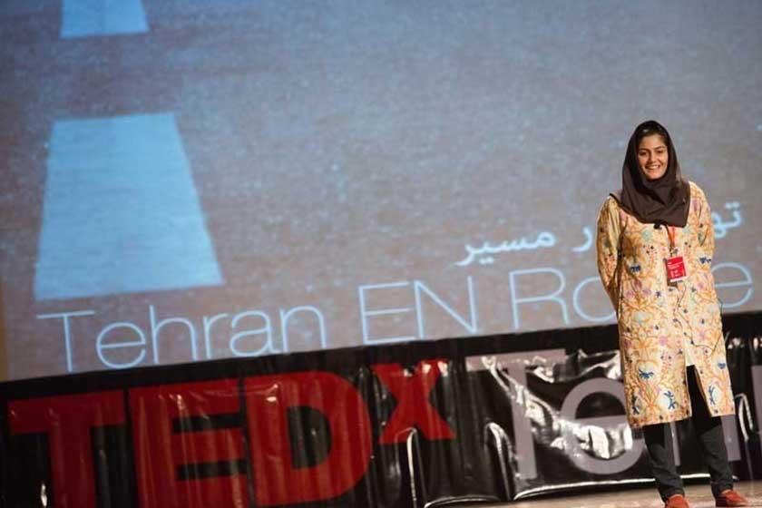 سارا محمدی در حال خوشامدگویی به شرکتکنندگان تداکستهران ۲۰۱۳، اولین تداکس ایران. عکس: مانی لطفیزاده